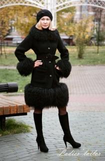 Пальто из кашемира с мехом ламы.