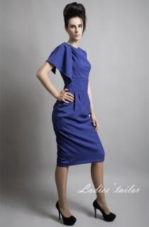 Платье асимметричного кроя.