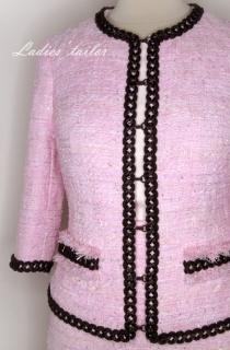 Обработка декоративных цветов на платье.