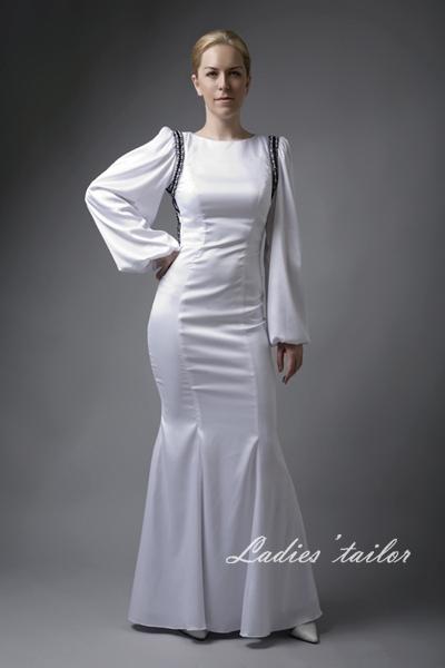 """Вечернее платье  """"годе """" с открытой спиной.  Рукав объемной формы."""