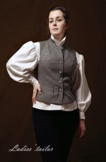 Костюм с блузой и жилетом.