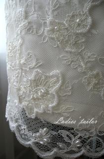 Обработка свадебного платья футляр с вышивкой.