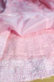 Обработка навесных петель и пуговиц на блузке.